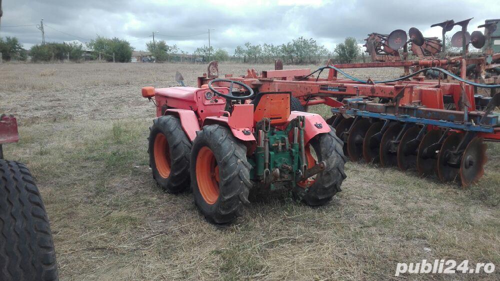 Tractor articulat goldoni de 30 cai putere.