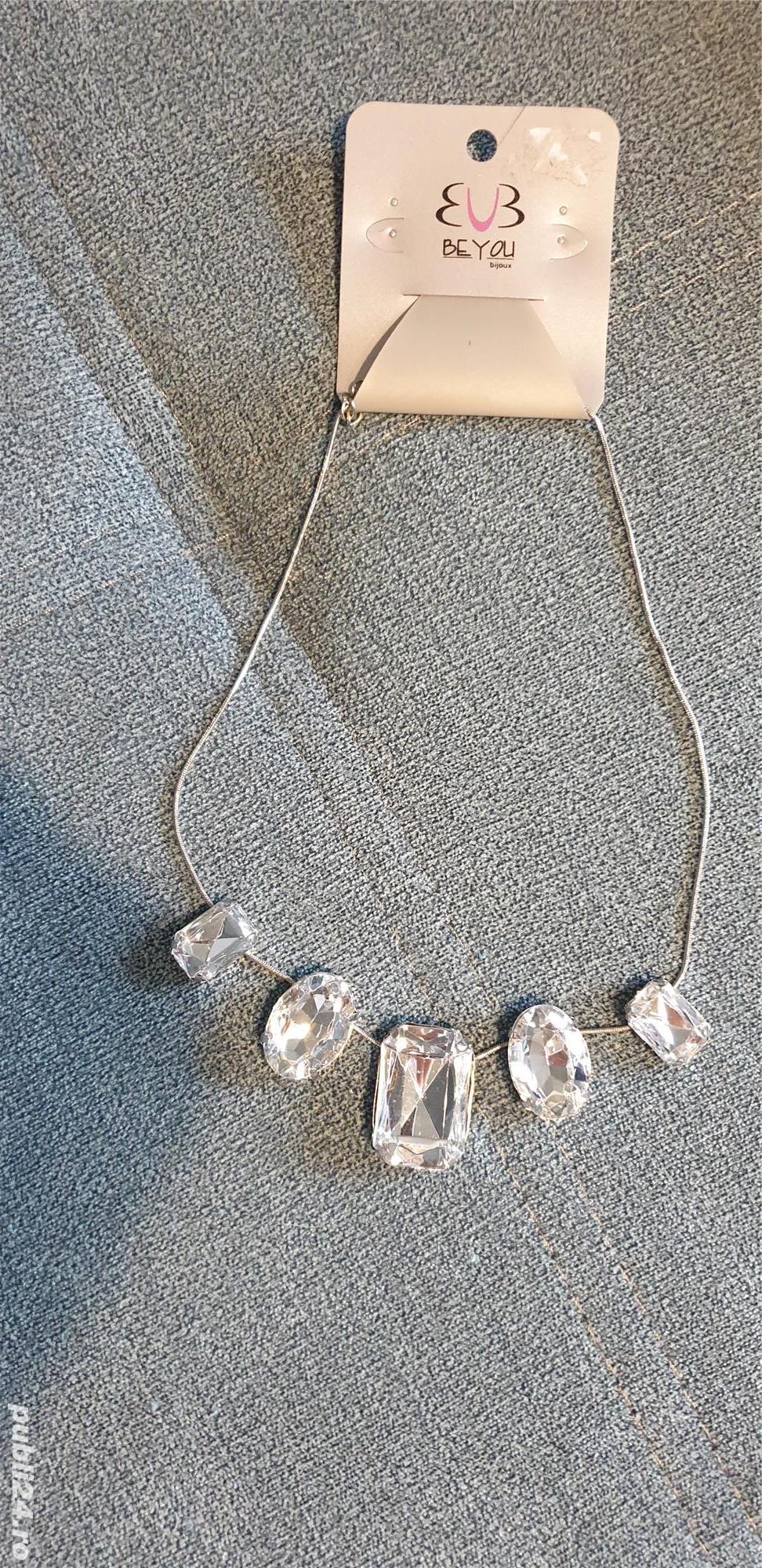 Colier argintiu cu pietre zirconiu