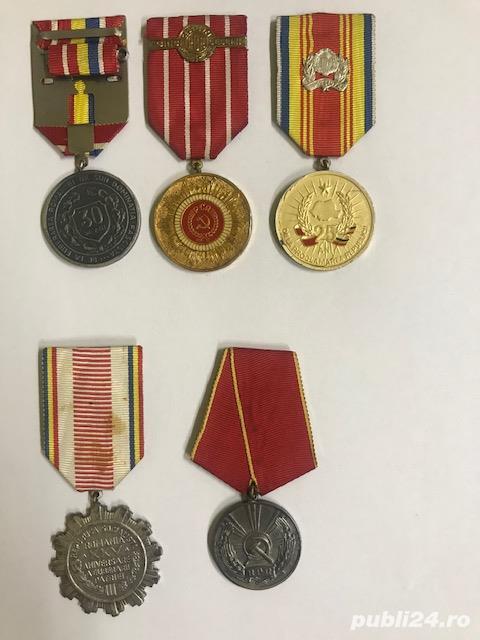 Vand medalii din perioada comunista.
