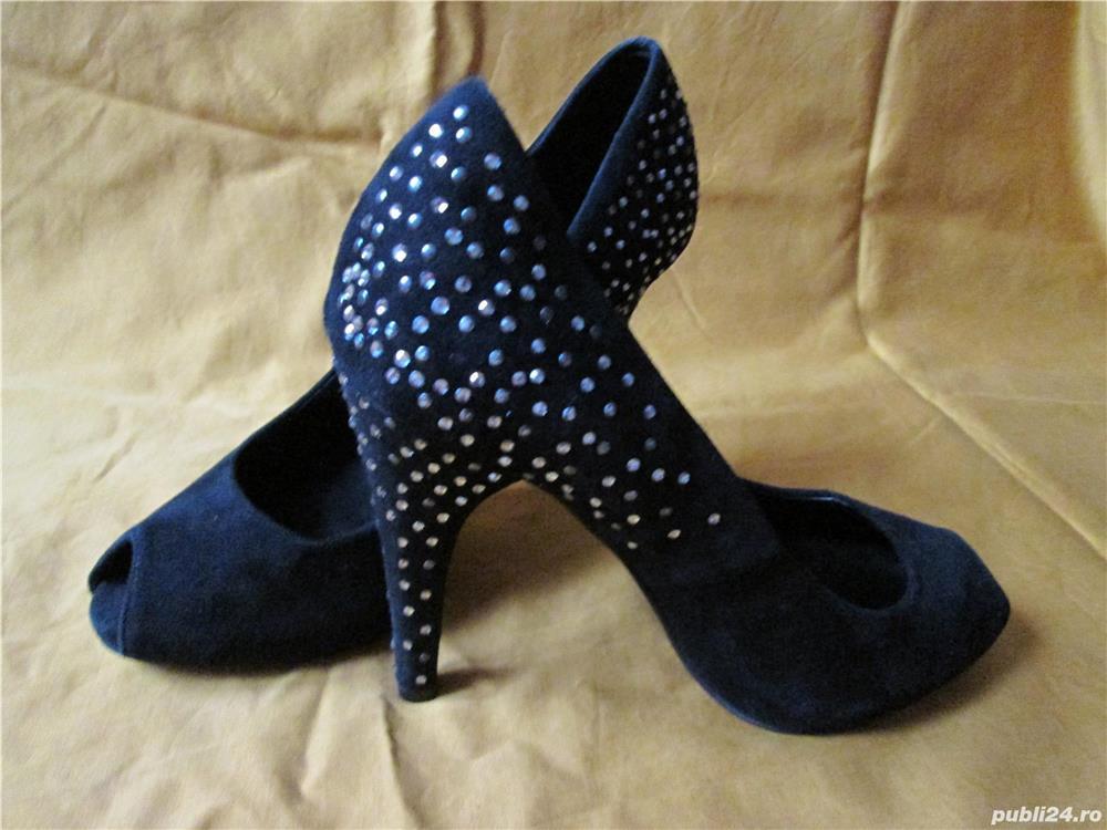 Pantofi ZARA din piele intoarsa