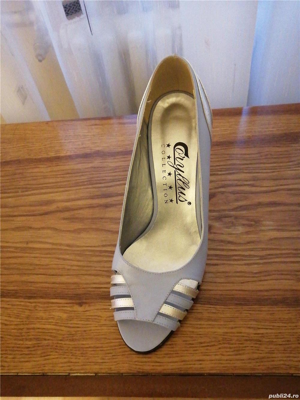 Vind, pantofi nr. 39 gri cu argintiu din piele, decupați la virf, toc 7cm