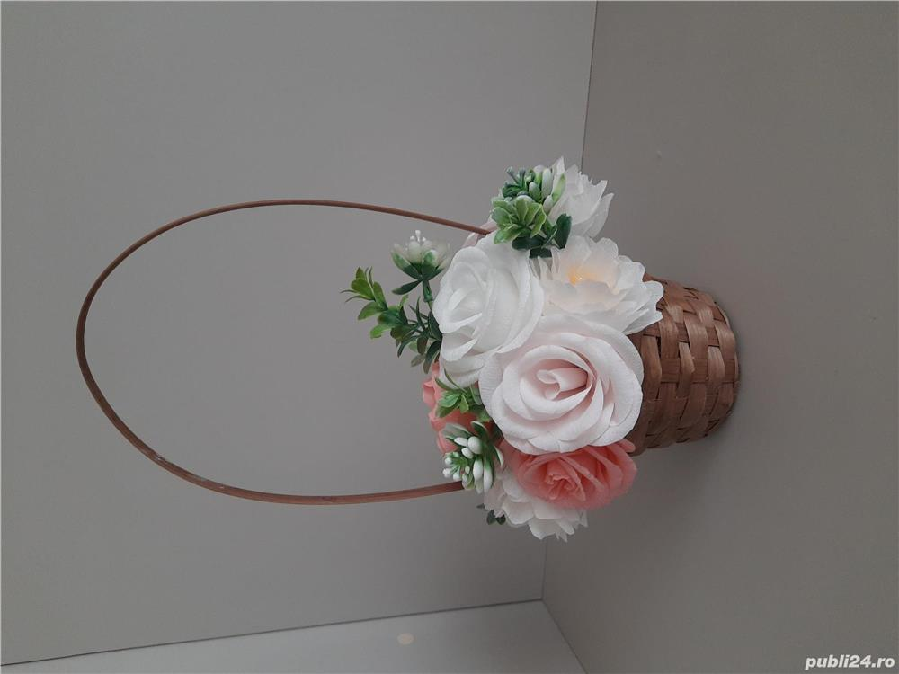 Cos cu flori de hartie handmade