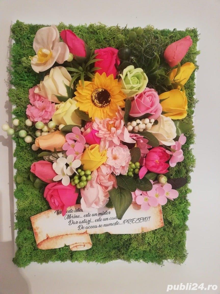 Tablou personalizat cu licheni si flori din sapun