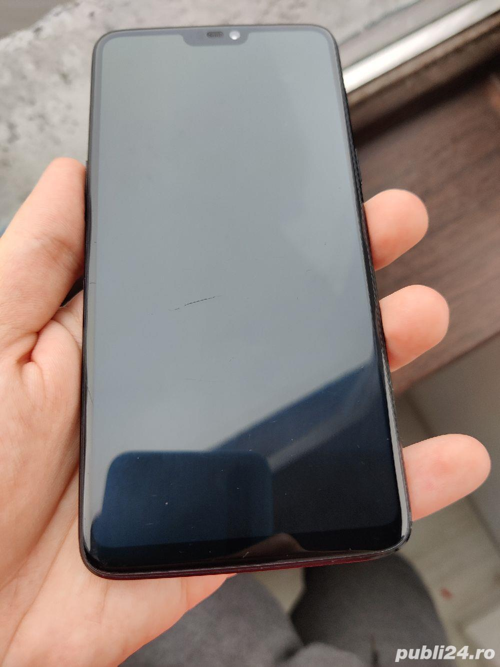 OnePlus 6 6GB RAM + 64 GB ROM (stocare)