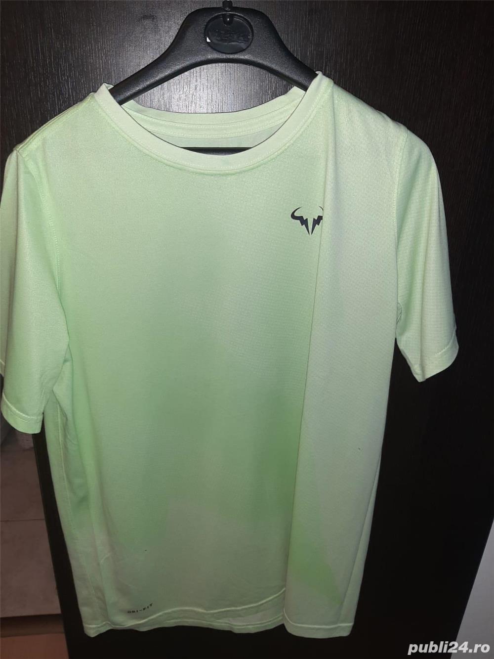 Tricou maneca scurta Nike(Dri-Fit) cu sigla lui Rafael Nadal.