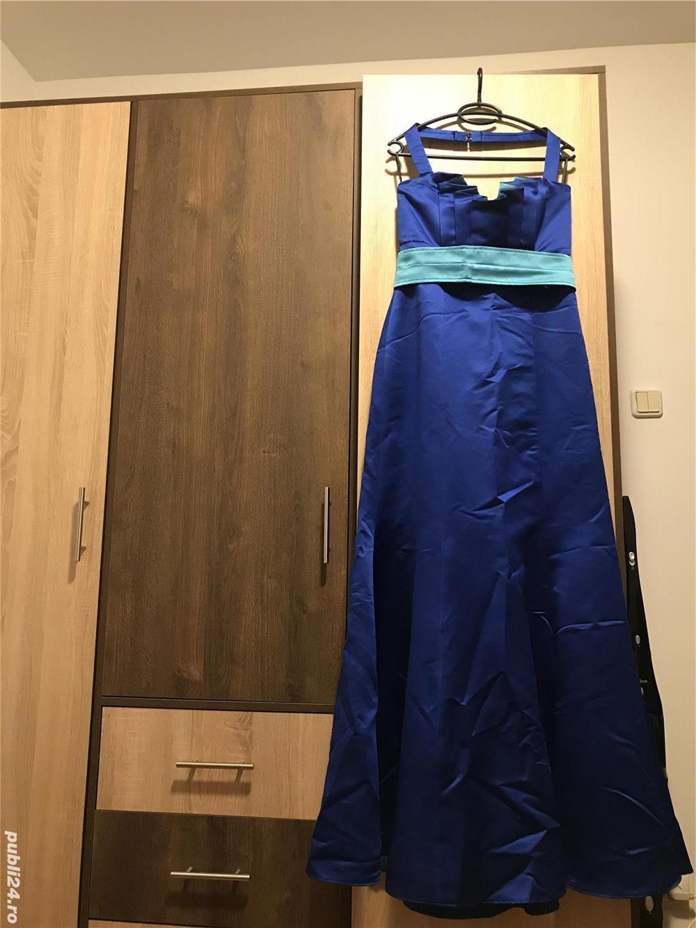 Vand rochie de ocazie