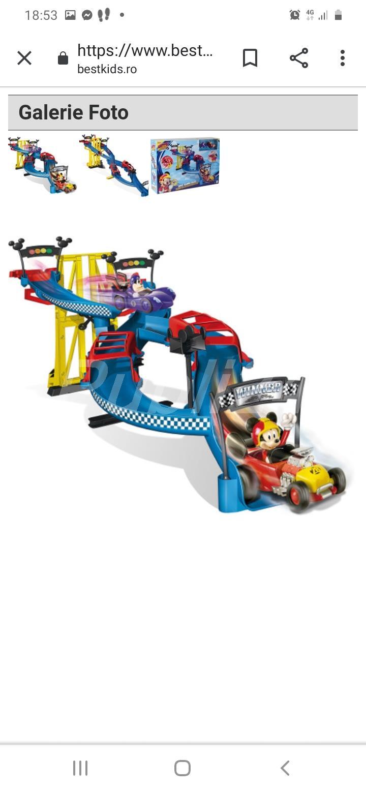 Mickey si piloți de cursă