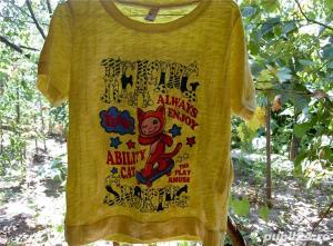 tricou galben creponat cu imprimeu M - imagine 2