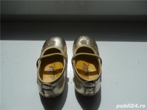 PANTOFI aurii pt. fetița ta - imagine 4