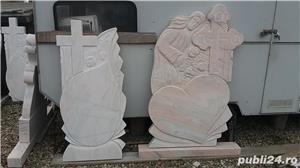 Monumente funerare/ cruci marmura din stoc.Livrare rapida!De la 700 lei! - imagine 4