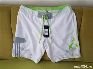 Pantaloni Scurti**ADIDAS-2019-NEW-ORIGINALI**Marime L ( XL-M)*Model deosebit*Din Germania - imagine 1