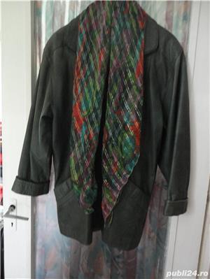 haina de piele verde culoarea anului  - imagine 1