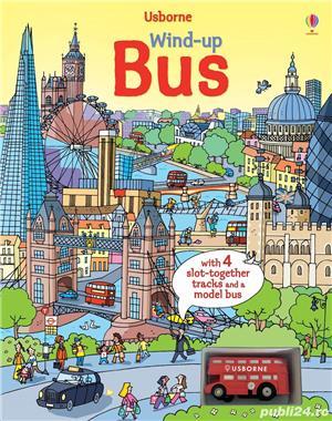 Wind-Up Bus Book Usborne Carte despre Autobuz cu MEGA traseu si jucarie - imagine 1