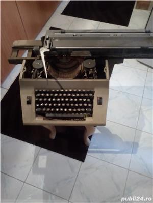 Masina  veche  de  scris - imagine 3