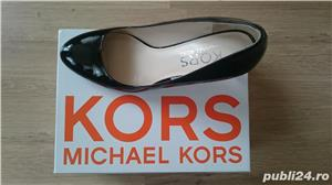 Pantofi Michael Kors negri din piele lacuita, marimea 9,5 US (40,5) - imagine 2