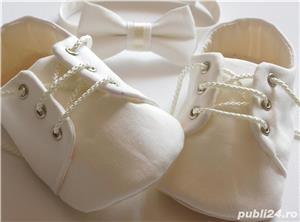 Set botez bebe papucei si papion - imagine 1