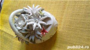 Cosulet vechi din portelan alb cu flori  - imagine 4