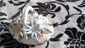 Cosulet vechi din portelan alb cu flori  - imagine 9
