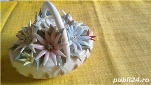 Cosulet vechi din portelan alb cu flori  - imagine 8