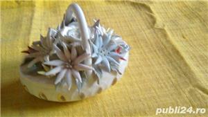 Cosulet vechi din portelan alb cu flori  - imagine 10