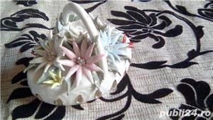 Cosulet vechi din portelan alb cu flori  - imagine 6