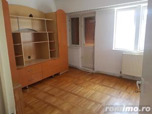 Apartament 2 camere, decomandat, ultracentral - imagine 2