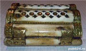 Caseta sculptata din os cu intarsii din alama 11x8,5x5 cm handmade - imagine 1