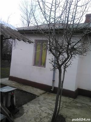 Casa de vanzare la tara  - imagine 1