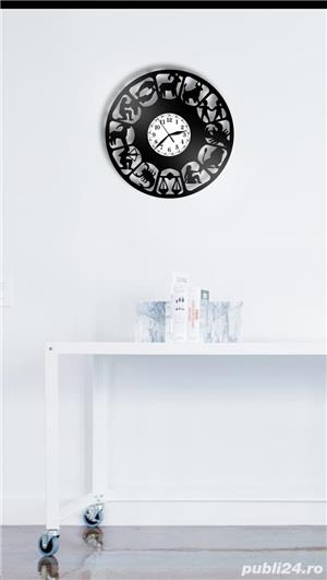 Ceas de perete din vinil Zodiac - imagine 2