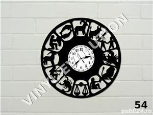 Ceas de perete din vinil Zodiac - imagine 1