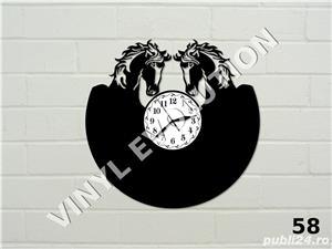 Ceas de perete din vinil cu cai - imagine 1