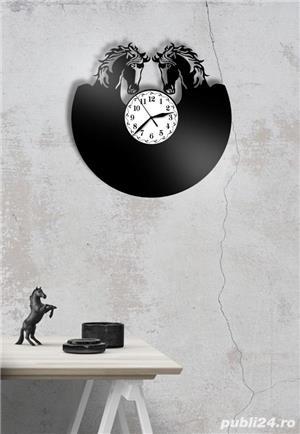 Ceas de perete din vinil cu cai - imagine 3