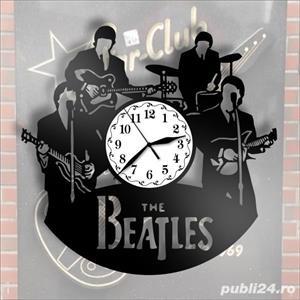 Ceas de perete din vinil The Beatles - imagine 3