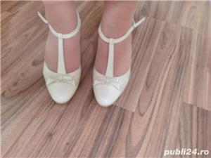 Pantofi de mireasa ivoire din piele - imagine 3