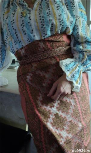 VINTAGE costum popular foarte vechi (are peste 110 ani). Este curat si foarte bine păstrat - imagine 1