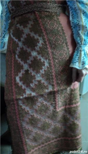 VINTAGE costum popular foarte vechi (are peste 110 ani). Este curat si foarte bine păstrat - imagine 3