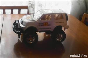 Vând jucărie: Mașină SUV pentru curse, mare, în stare excelentă  - imagine 2