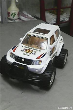 Vând jucărie: Mașină SUV pentru curse, mare, în stare excelentă  - imagine 1
