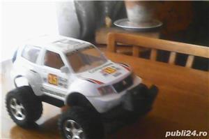 Vând jucărie: Mașină SUV pentru curse, mare, în stare excelentă  - imagine 3