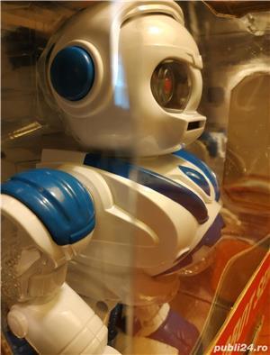 Robot NOU Space Warrior, sunete, lumini si miscare - imagine 2