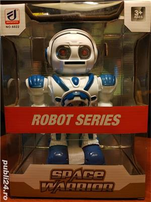 Robot NOU Space Warrior, sunete, lumini si miscare - imagine 1