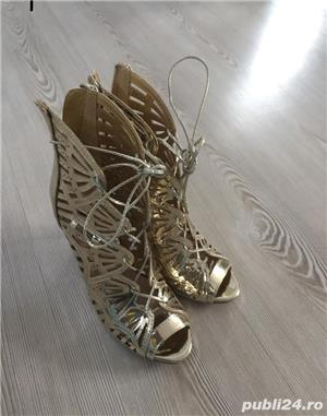 Pantofi aurii de scena, nr. 35 - imagine 1