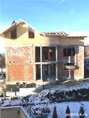 Construcții case la rosu și la cheie - imagine 1