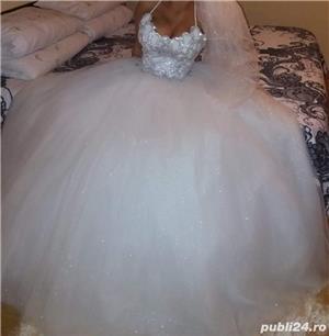 Vand rochie de mireasă  - imagine 1