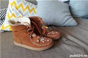 Vând cizme fete Zara mărimea 35 culoare maro, îmblănite - imagine 1