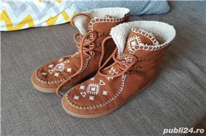 Vând cizme fete Zara mărimea 35 culoare maro, îmblănite - imagine 2