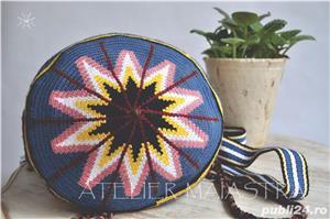 set genti handmade crosetate ornamentate cu motivul popular din Dobrogea floarea pologului - imagine 3