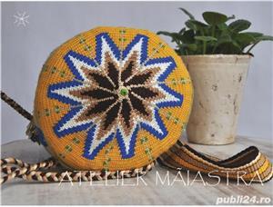 set genti handmade crosetate ornamentate cu motivul popular din Muntenia patru cai si flori cuisoare - imagine 3