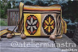 set genti handmade crosetate ornamentate cu motivul popular din Maramures scara matii și soare - imagine 4