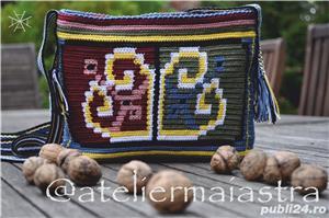 set genti handmade crosetate ornamentate cu motivul popular din Dobrogea floarea pologului - imagine 4